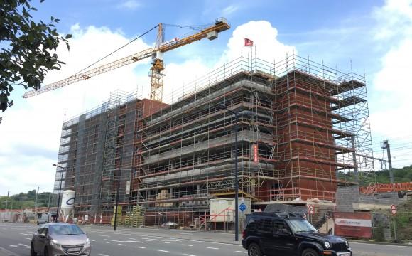 Le 1er immeuble de bureaux boulevard Cauchy prend forme